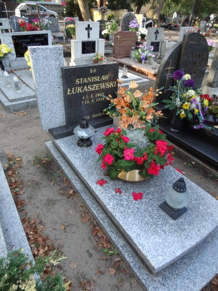 Źródło: Cmentarz Parafialny w Siedlcu
